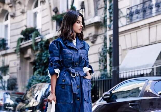 Модный деним 2020-2021: как составить стильный аутфит с джинсовым плащом, тренды и фото обзор