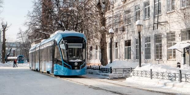 На площади Борьбы из-за снега задерживаются трамваи