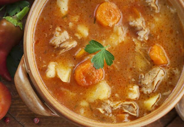 Открыли банку тушенки и сделали кастрюлю супа: бюджетно и очень сытно