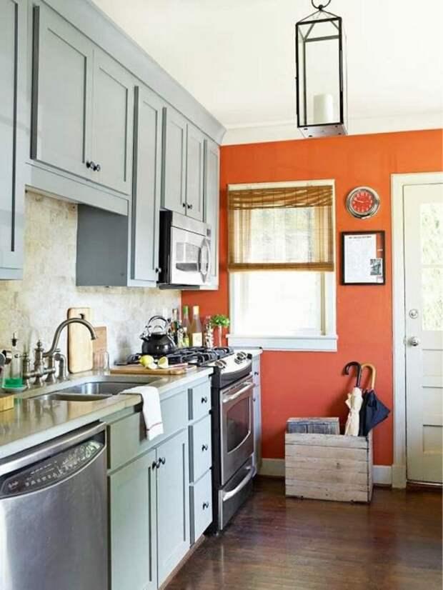 Кухня-прихожая с окном