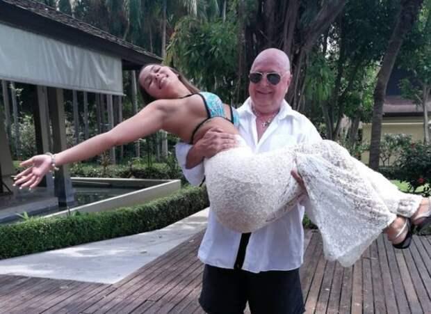 Это любовь: Разница 40 лет! Миллионер сделал предложение своей 25-ней девушке на красной дорожке в Каннах
