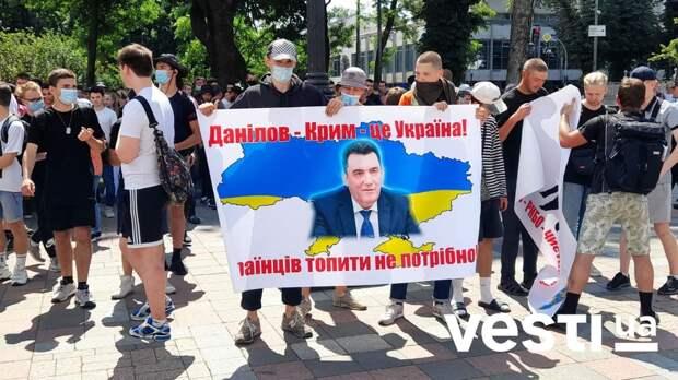 Грызня в Киеве: Зачем Аваков припомнил секретарю Совбеза потоп в Крыму