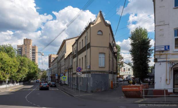 Дома-утюги и их знаменитые жильцы: История странных «утюгообразных» зданий в центре Москвы
