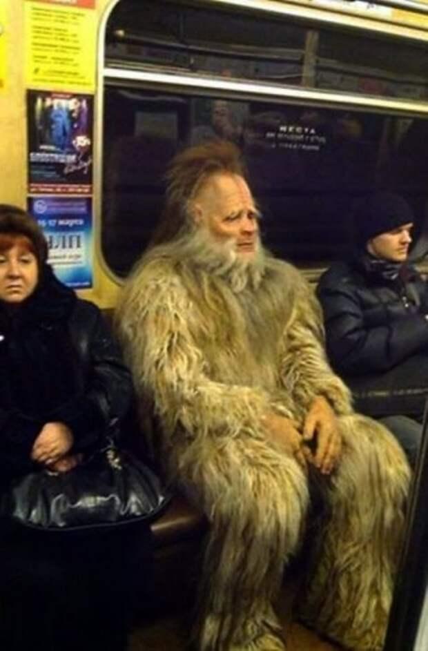 Метро ─ это всегда странные и необычные пассажиры (27 фото)