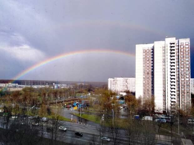 Фото дня: сразу две радуги протянулись над Алтуфьево