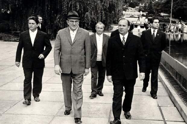 Хасбулатов: Предтечей распада СССР стал Юрий Андропов