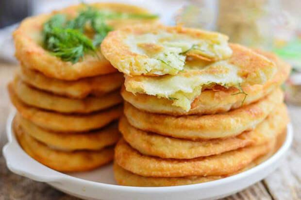 Тонкие жареные пирожки с картошкой на кефире