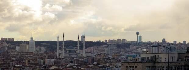 Макрон заявил, что ЕС может ввести санкции против Турции