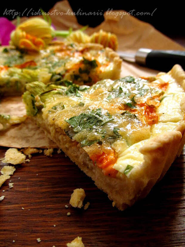 Пирог -с карамельным луком и цветками кабачка