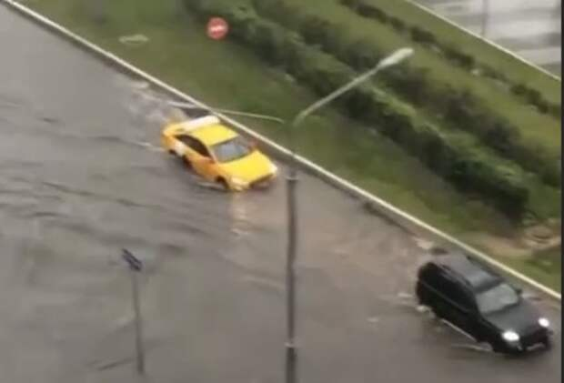 И пожар, и потоп: в Москве разбушевались стихии