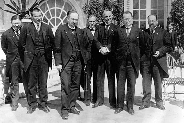 Представители советской и германской сторон в Рапалло, 1922 год. Фото: Topical Press Agency / Getty Images / Fotobank.ru