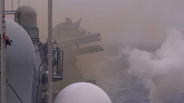 Британский эсминец в Черном море выстрелами предупреждал корабль РФ