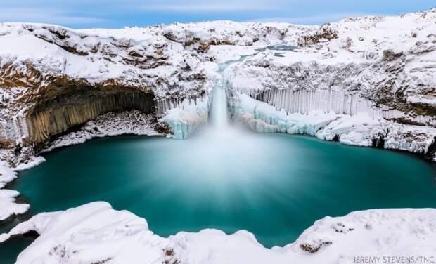 Безмятежность. Водопад Альдейярфосс в Исландии. Фото: Джереми Стивенс (США), победитель в категории «Вода».