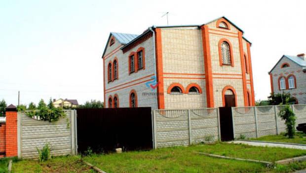 Почем в Барнауле продают огромный особняк без чистовой отделки