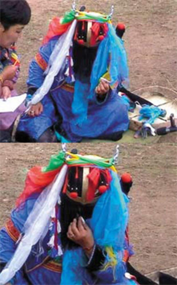 Во время камлания в шамана вселяется дух, которого нужно «угостить», чтобы он остался доволен. Дух может попросить поесть, выпить или закурить, а может и песню захотеть услышать: мало ли что ему «взбредет в голову» — и попробуй не исполнить все его желания! На снимке — шаманка, которая в обычной жизни никогда не курила, а вот человеку, дух которого в нее вселился, вздумалось покурить: потому что курил при жизни еще как! Вот теперь и ублажай его…
