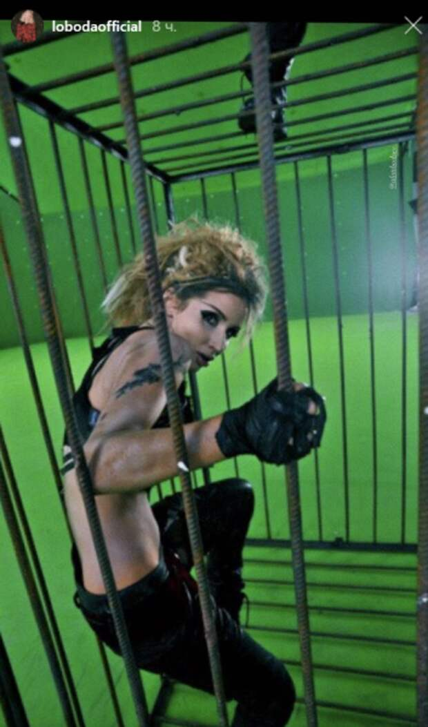 «Вульгарщина! Что за мужик на нее сверху залез?»: Светлана Лобода шокировала поклонников новым фото