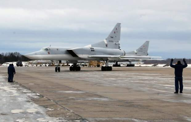 В результате инцидента с бомбардировщиком Ту-22М3 погибли трое военных