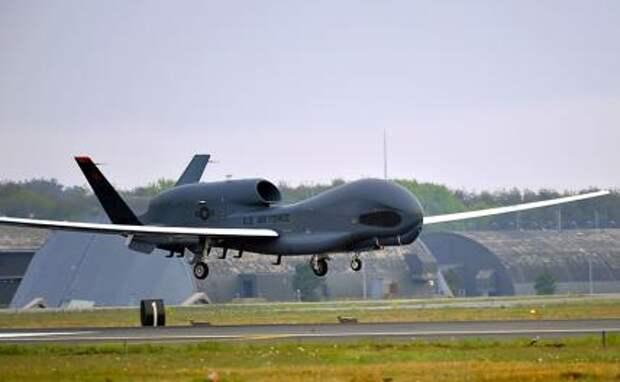 На фото: американский беспилотник RQ-4 Global Hawk
