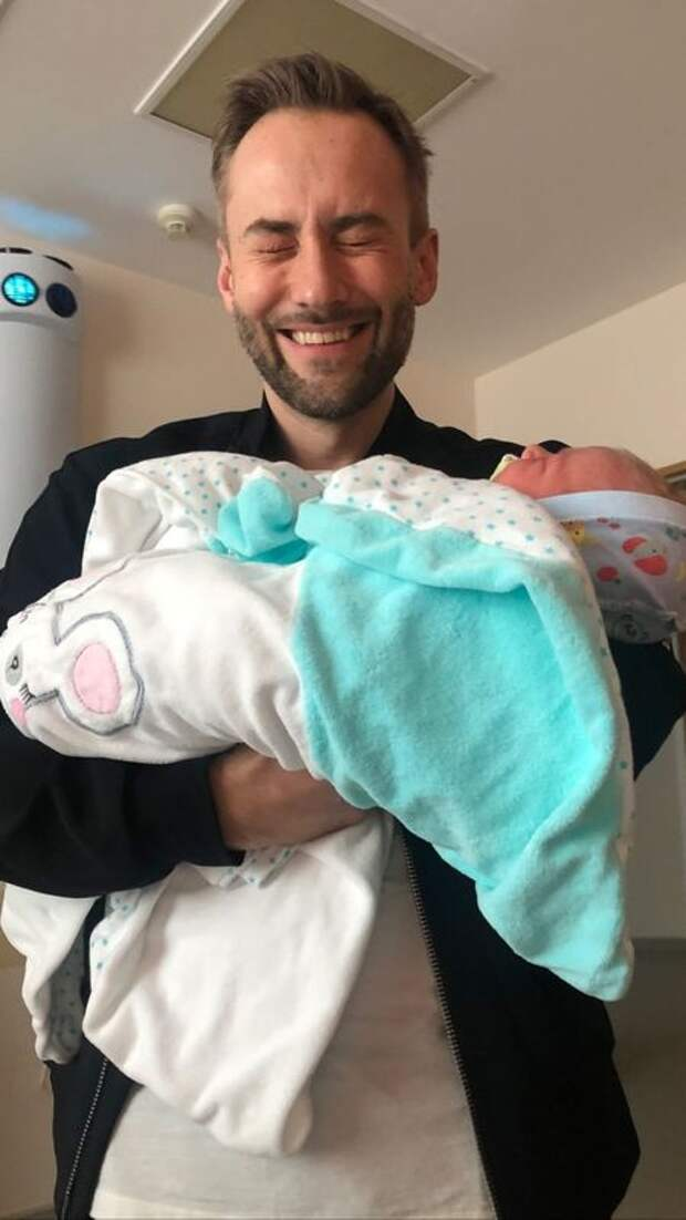 Дмитрий Шепелев стал отцом во второй раз: первое фото с малышом