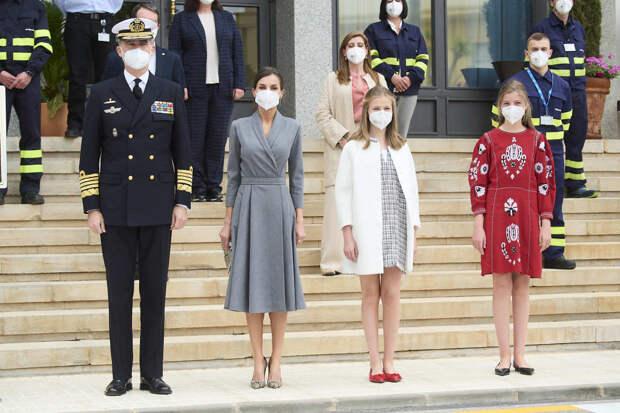 Семья в сборе: монархи Испании впервые за долгое время появились вместе