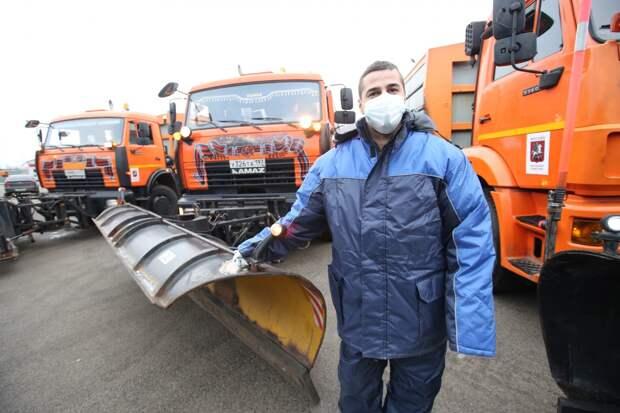 Коммунальщики СВАО вооружились ручными роторами и лопатами-телескопами