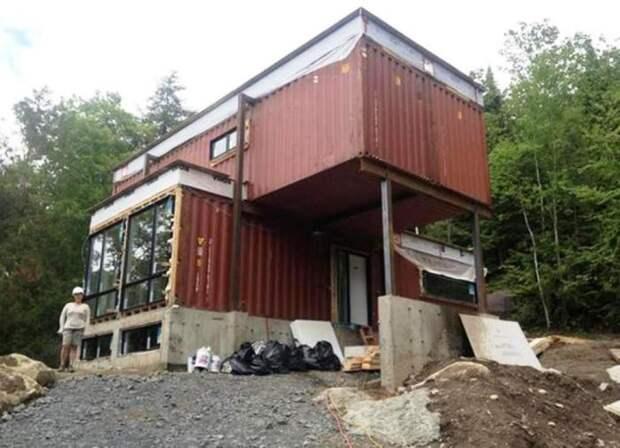 Перед установкой контейнеров сделали фундамент и цокольный этаж. | Фото: soutaoboa.com.