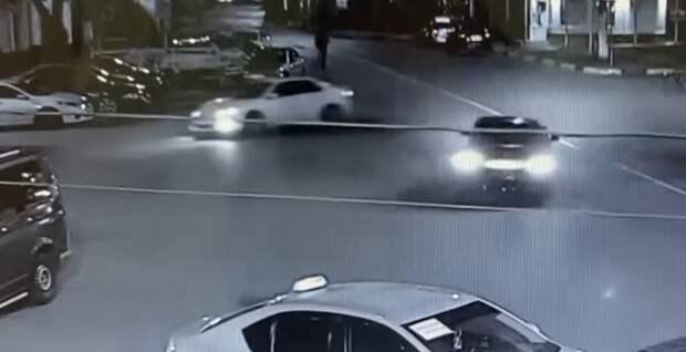 Трое автолюбителей устроили гонки в центре Ялты