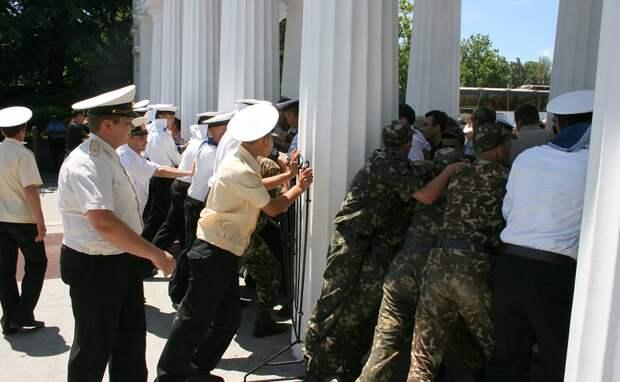В Севастополе вспоминают оборону Графской пристани 5 июля 2008 года