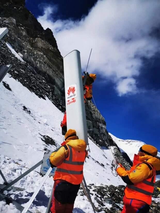 Вершина технологий: на Эвересте с помощью яков установили вышку 5G