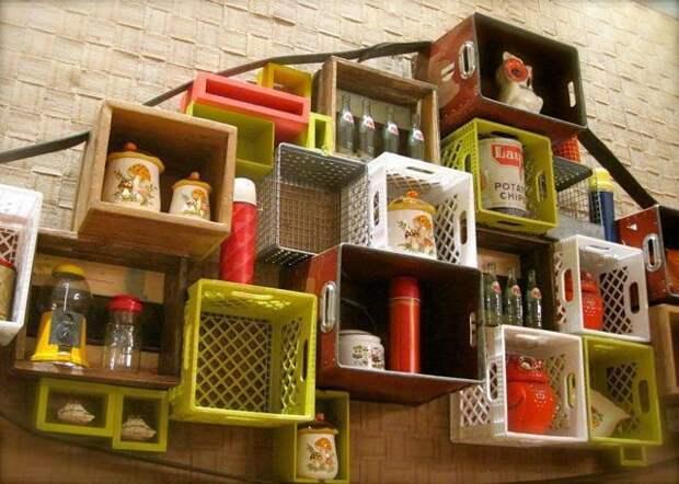 Пластиковые ящики как мебель (трафик)