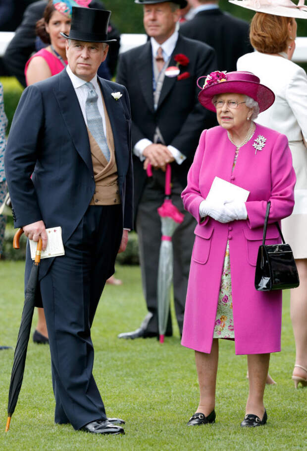 Принц Эндрю и королева Елизавета II
