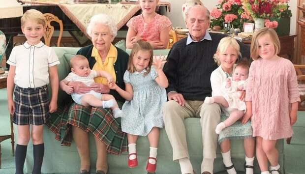 Принц Уильям и Кейт Миддлтон поделились трогательным фото принца Филиппа и Елизаветы II с правнуками