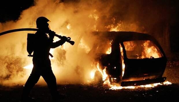 Загоревшийся автомобиль потушили в микрорайоне Львовский Подольска