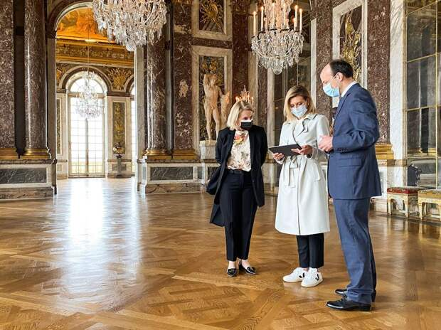 Первая леди и кеды: наряд жены президента в Версале сделал выторг ЦУМу