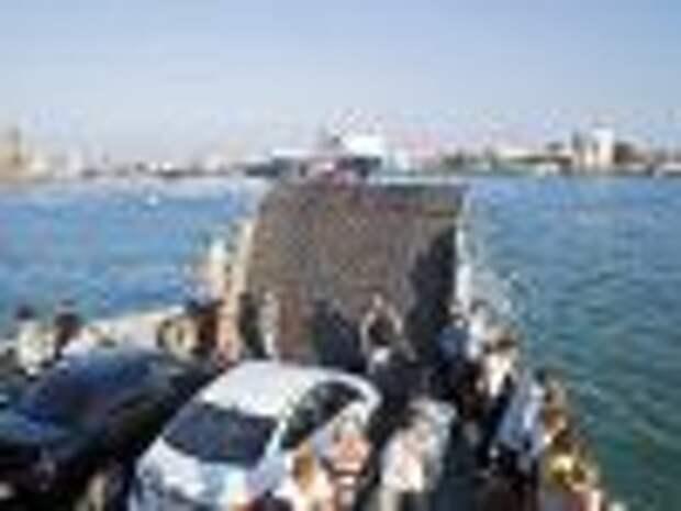 Дальнобойщики в Крыму грозятся перекрыть подъезд к паромам