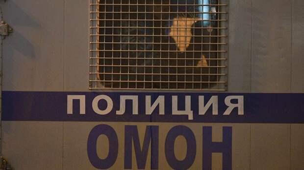 Сотрудники ОМОН на Алтае ошиблись дверью и вломились в дом женщины с двумя детьми