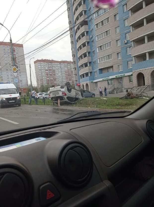 Лишённый прав водитель перевернулся на машине в Ижевске
