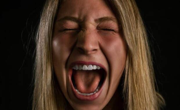 Почему люди кричат и вздрагивают от страха?