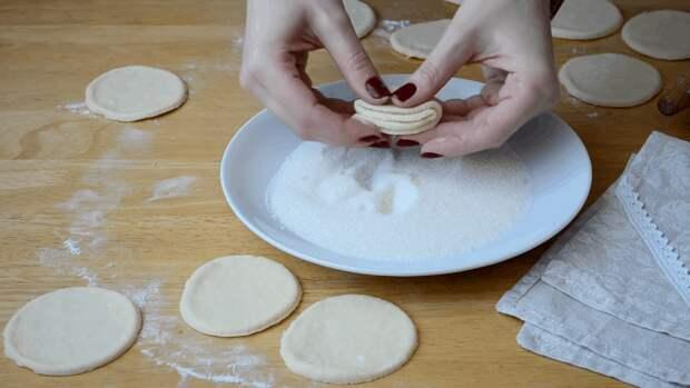 Слоеное творожное печенье: быстро, просто и пальчики оближешь