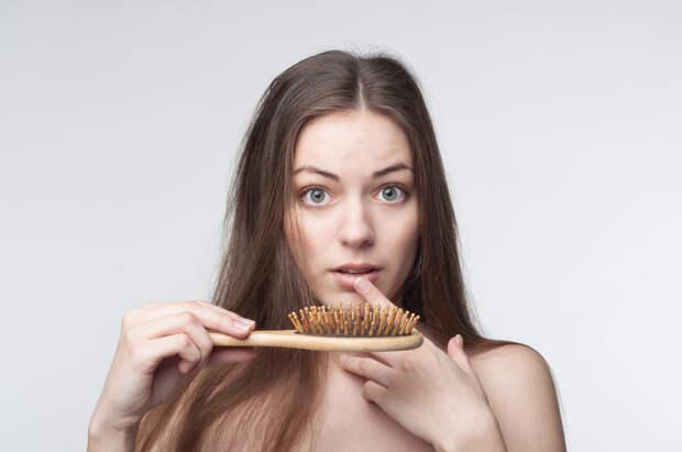 Выпадают волосы: какие анализы следует сдать и зачем?