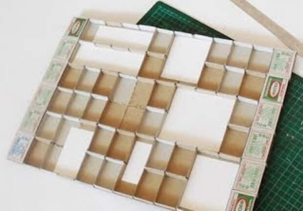 Панно из спичечных коробков вклеиваем бумажки