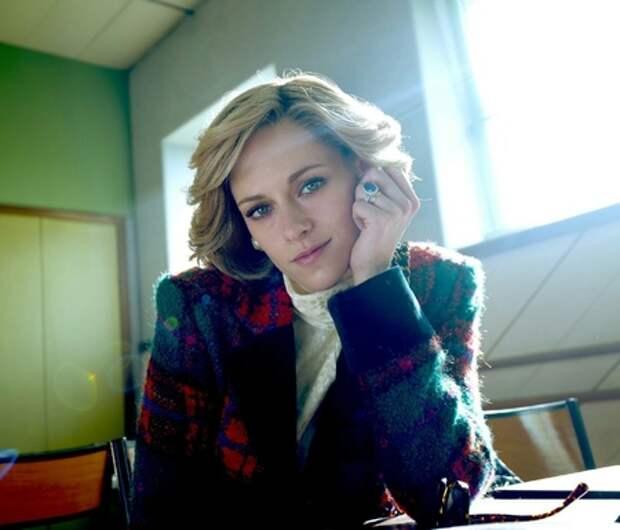 """""""Спенсер"""": новый кадр Кристен Стюарт в образе Дианы и имя актера, который сыграет принца Чарльза"""