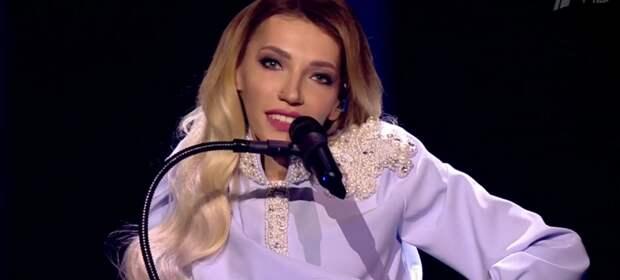 Огорченную после провала на «Евровидении» Самойлову утешает муж
