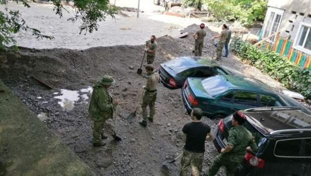 Копают и расчищают: как волонтеры Симферополя помогают ялтинцам