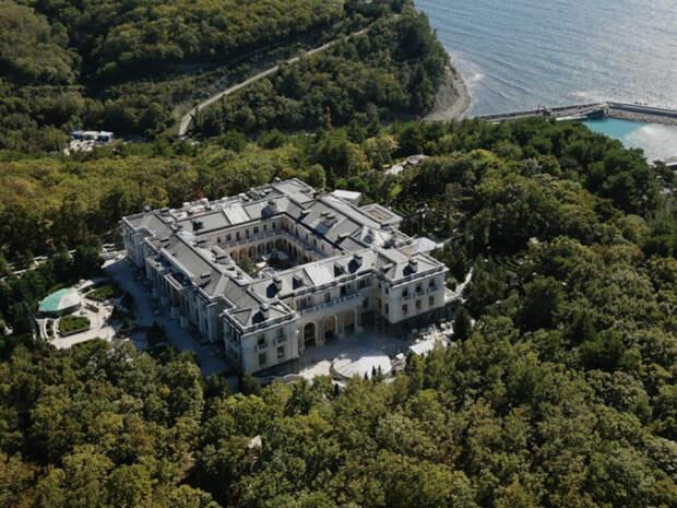 Соавтор биографии Путина сообщил, кому принадлежит дворец в Геленджике
