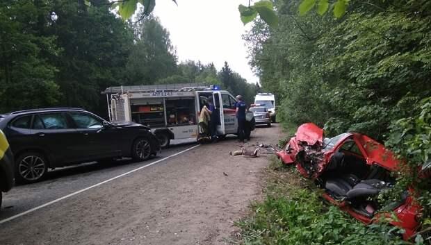 Спасатели Мытищ извлекли из автомобиля серьезно пострадавшую в ДТП женщину