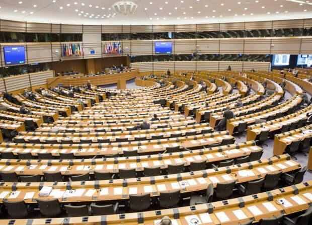 Европарламент призвал изолировать Россию
