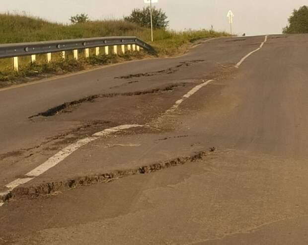 Рязанцы пожаловались на разбитую дорогу в Михайловском районе