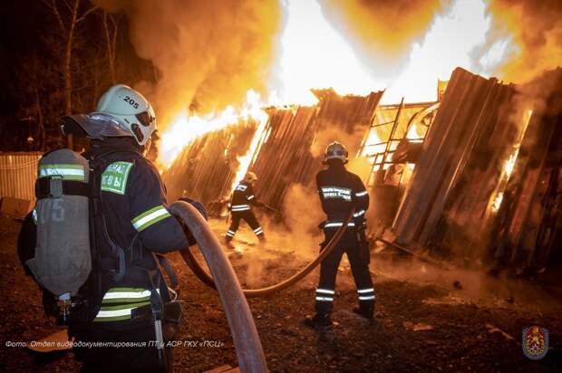 Пожарные столицы отметили профессиональный праздник