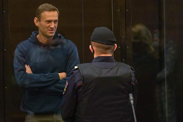 Суд признал законным замену Навальному условного срока реальным
